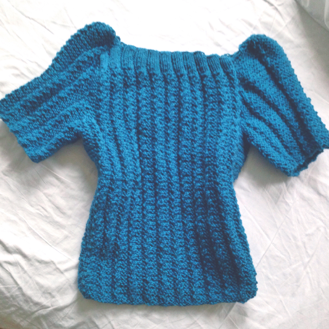 Knitted blue vintage sweater - free pattern
