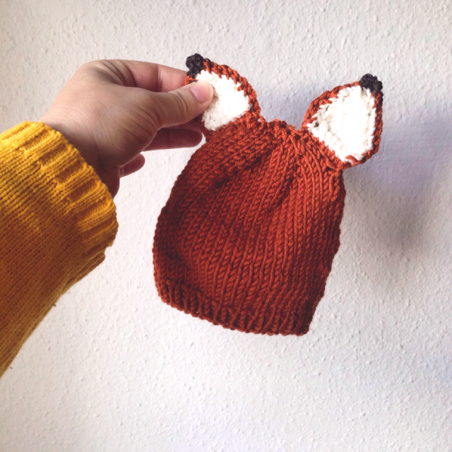 Knitted foxy hat - free pattern