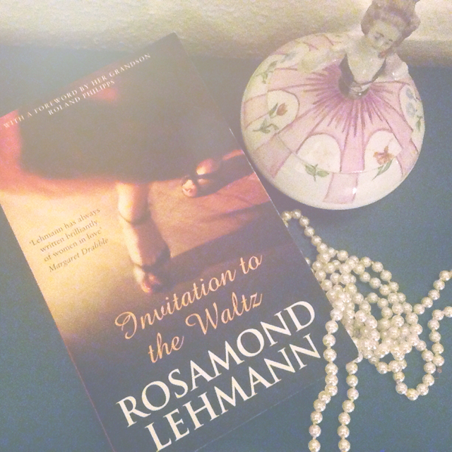 Book review of Invitation to the waltz by Rosamond Lehamnn