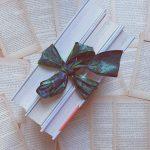 Nye bøger du kan lægge under juletræet